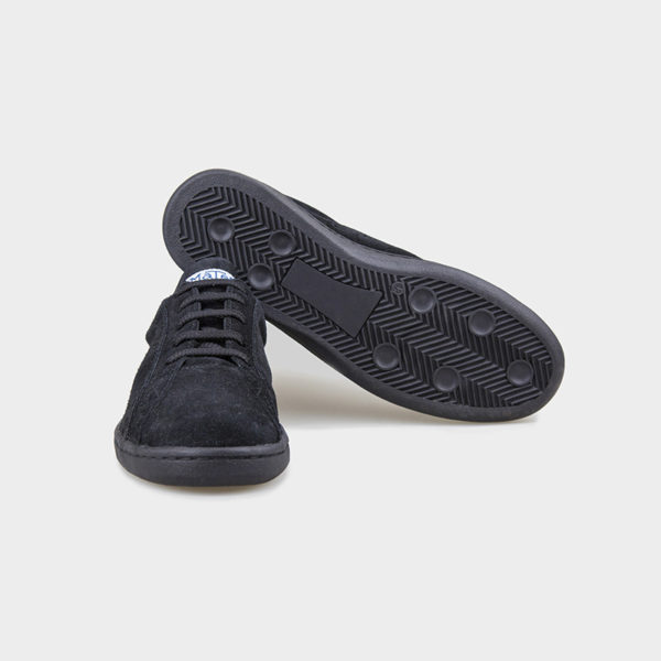 Zapatilla deportiva hecha a mano en Barcelona Mates Tenis Suede Negro vista suelas